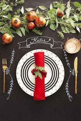 chalkboard-christmas-table-setting-1537823305
