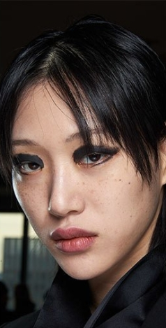 fall_winter_2019_2020_makeup_trends_beauty_trends_messy_smudged_black_eye_makeup